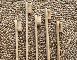 escova de dente de bambu ecológica foto