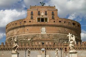 castel santangelo em roma itália foto