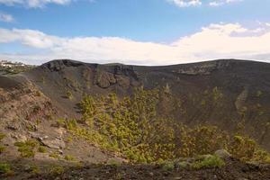 cratera do vulcão san antonio em las palmas nas ilhas canárias foto