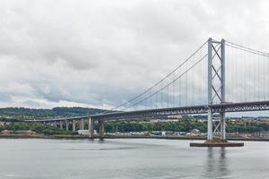 a ponte da estrada mais velha de Edimburgo na Escócia foto