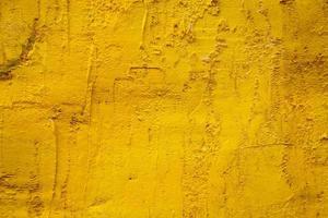 velho muro de cimento amarelo foto