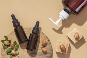 variedade plana de produtos de cuidado de óleo de argan foto