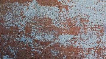 parede de metal enferrujado folha de ferro coberta de ferrugem com textura de fundo de tinta multicolor foto