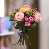 lindo buquê de flores no ar foto