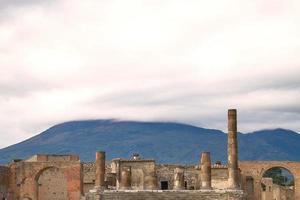 ruínas e vestígios da cidade de pompéia itália foto