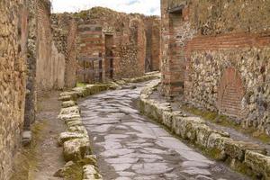 ruínas da rua em pompéia itália foto