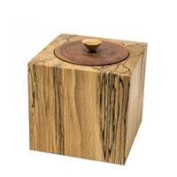 caixa de madeira brilhante em forma de cubo feita de madeira de faia com tampa foto