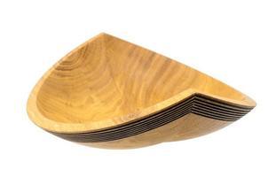 tigela de madeira torneada à mão feita de carvalho na forma de um navio foto
