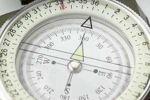 close up de um conceito de orientação de bússola foto
