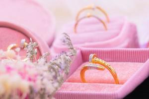 anel de diamante ouro 9k foto