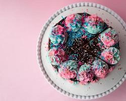 bolo de bolo de creme de manteiga polvilhe foto