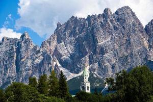 torre do sino e picos dolomita foto