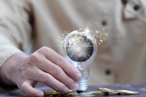 fundo de lâmpada e espaço para o conceito de ideia de inovação foto