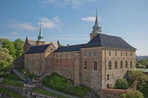 A Fortaleza de Akershus ou Castelo de Akershus de Oslo, na Noruega, é um castelo medieval que foi construído para proteger e fornecer uma residência real foto
