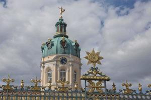o palácio de charlottenburg é o maior palácio de berlim alemanha e a única residência real remanescente na cidade foto