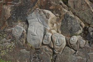 imagens de baleias esculpidas em rochas qaqortoq Groenlândia foto
