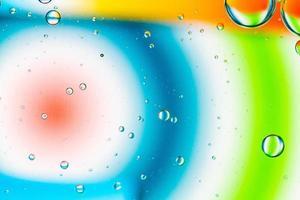 fundo abstrato de bolhas de óleo na paleta colorida da superfície da água foto