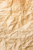 velho fundo de textura de papel amarrotado marrom foto