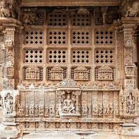 templo sahastra bahu em udaipur, rajasthan, índia foto