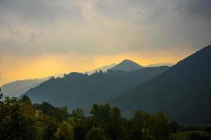 as colinas ao redor de chiampo foto