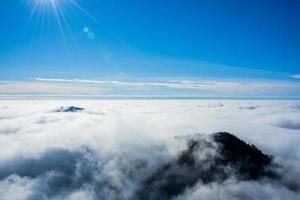 nuvens e montanhas cinco foto