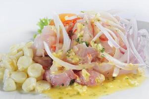 prato de ceviche símbolo da gastronomia peruana foto
