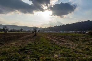 20210327 campos cultivados entre as colinas 1 foto
