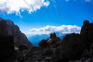 linhas paralelas entre os picos de dolomita foto