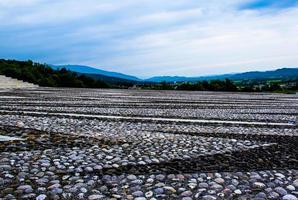 formação rochosa em campo foto