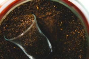 folhas de chá preto foto
