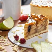 saboroso bolo de chocolate de mel com close up foto