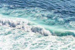 onda turquesa no oceano índico foto