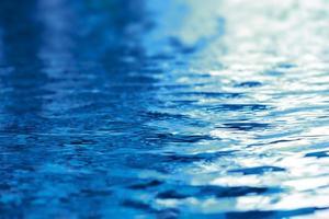 onda de água em fundo de textura de piscina foto