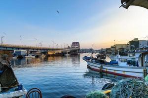 Seoul, Coreia do Sul 2016- ponte sobre o rio na vila de pescadores na Coreia foto
