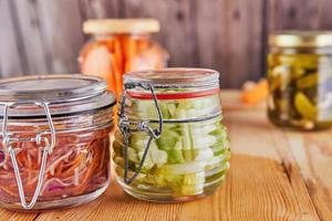 conceito de comida vegetariana fermentada e preservada foto