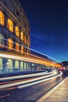 o coliseu em roma itália foto