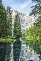 lago di braies pragser wildsee tirol do sul na itália foto