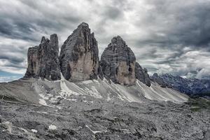 Tre cime di lavaredo picos das montanhas nas dolomitas itália foto