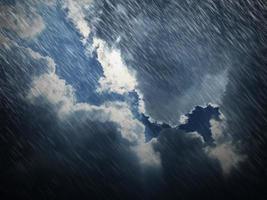 céu azul e nuvem com chuva de fundo foto