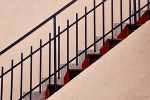 arquitetura de escadas na cidade foto