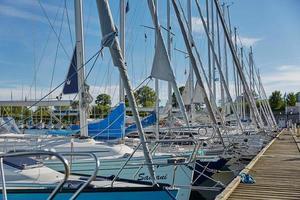 lanchas de luxo ancoradas na capital dinamarquesa de copenhague foto