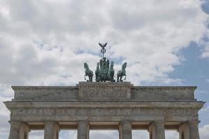 portão de brandemburgo, em berlim, alemanha foto