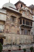 palácio da cidade em karauli, rajasthan, índia foto