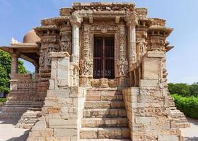 altar da divindade Shani em Chittorgarh, Rajasthan, Índia foto