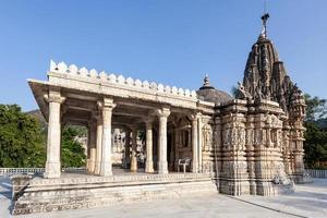 antigo templo jain em ranapkpur, rajasthan, índia foto
