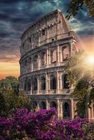 o coliseu o monumento mais famoso de roma foto