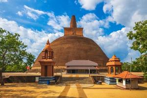 abhayagiri dagoba em anuradhapura sri lanka foto
