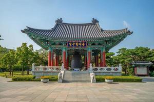 pavilhão do sino no parque memorial gukchaebosang foto