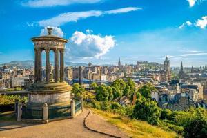 Calton Hill em Edimburgo, Reino Unido foto