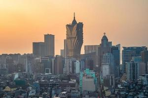 paisagem urbana de macau na china ao pôr do sol foto